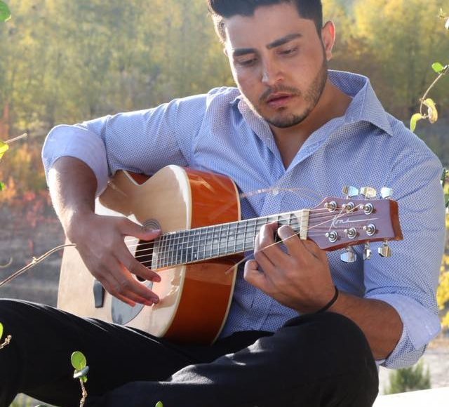 .صحبت محترم درویش هنرمند جوان ،بااستعدادوخوش آواز درایالات ویکتوریا استرالیا درمور فعالیت های هنری شان دراینجا شنیده میتوانید