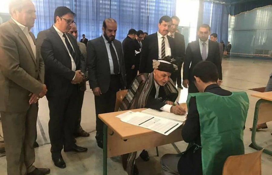 روند ثبت نام رأیدهندگان به طور رسمی توسط رییسجمهور و رئیس اجرایی آغاز شد