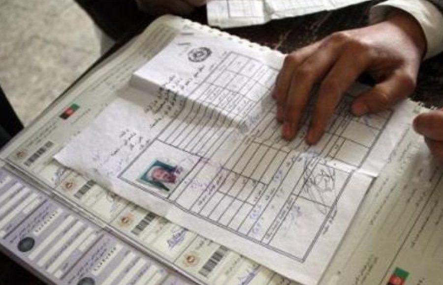 نصب استیکر در کاپی تذکرهها زمینه تقلب در انتخابات پیشرو را فراهم میکند