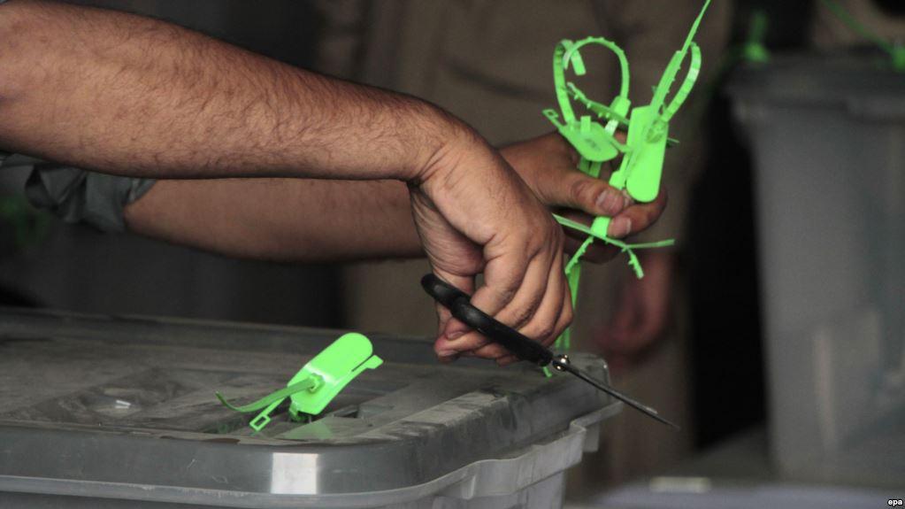 مدني بنسټونه: ځینو ګوندونو او زورواکانو د انتخاباتو کمېسیون یرغمل کړی