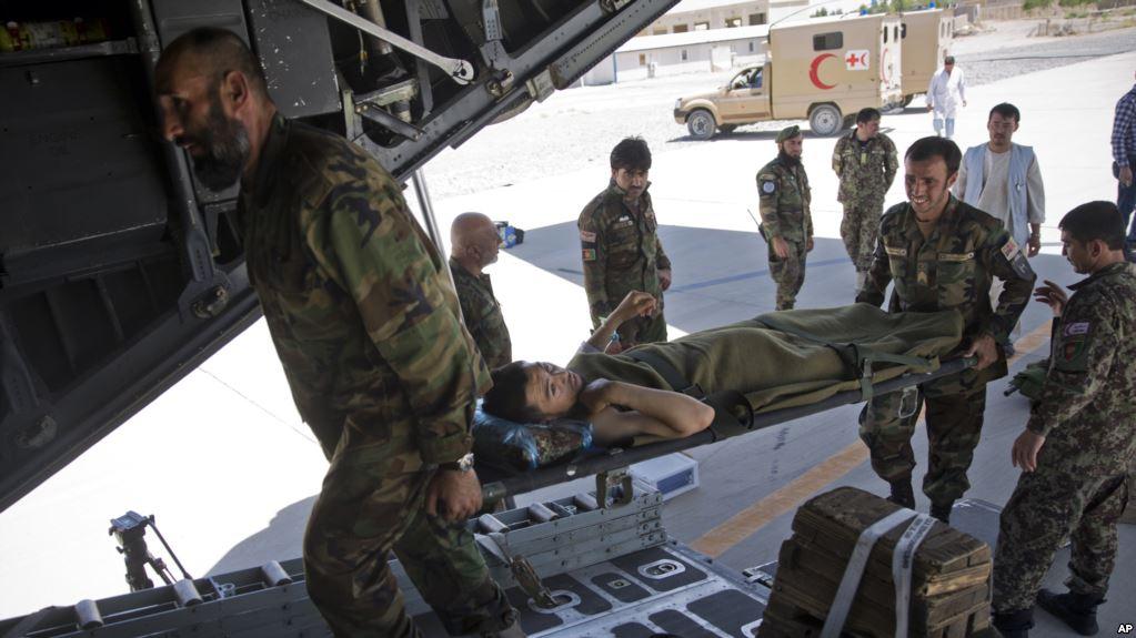 طالبان 12 سرباز را کشتند و 300 سرباز را در محاصره قرار دادند