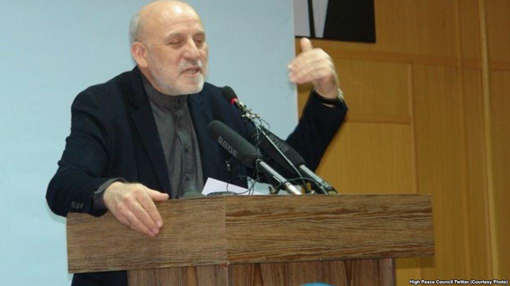 عمر داوودزي د ایران د بهرنیو چارو له وزیر سره د افغان سولې په اړه خبرې کړي