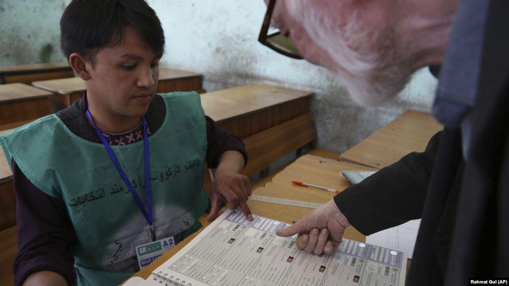 د انتخاباتو کمېسیون: د رأی ورکوونکو د نوم ثبتولو ۵۲ مرکزونه تړل شوي