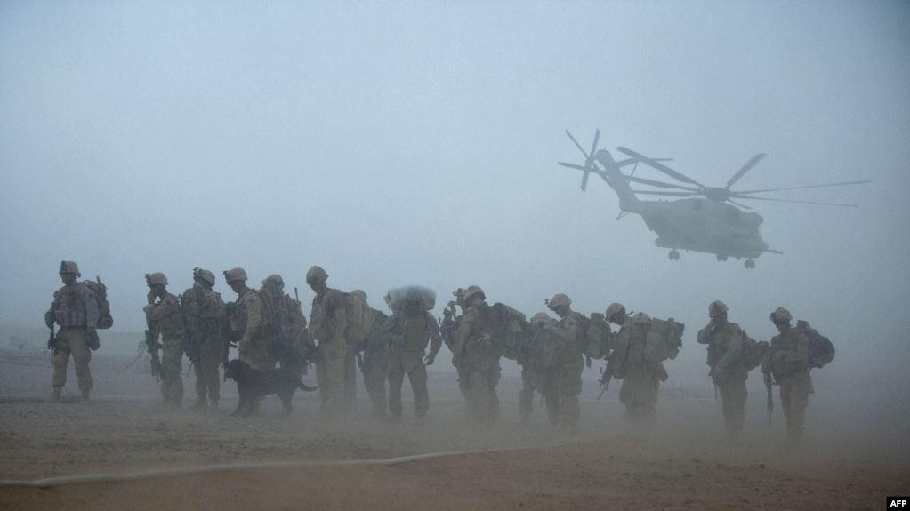 امریکا په افغانستان کې د خپلو پوځيانو او ډيپلوماتانو پر کمولو غور کوي
