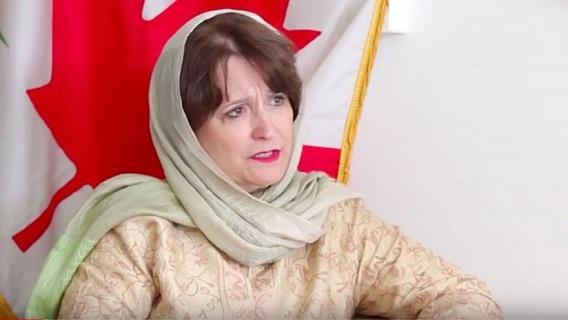 دیبورا لاینز د افغان سولې خبرو په تړاو د بحث لپاره قطر ته تللې