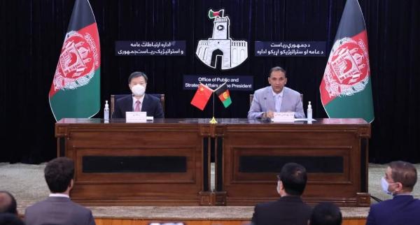 چین افغانستان سره د ۵۵۰ میلیونه افغانیو په ارزښت د مرستو سند لاسلیک کړ