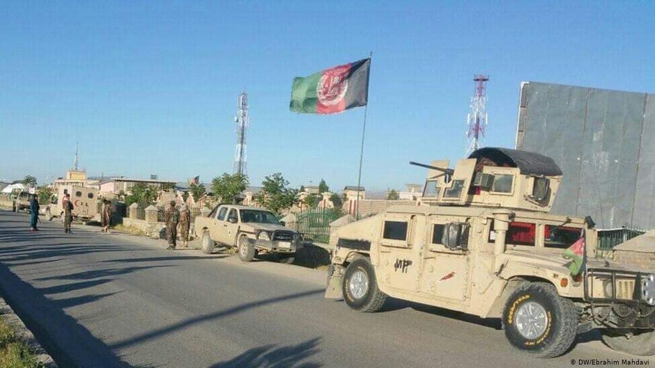 جنگ در حومههای شهر غزنی، «طالبان در خانههای مردم موضع گرفته اند»