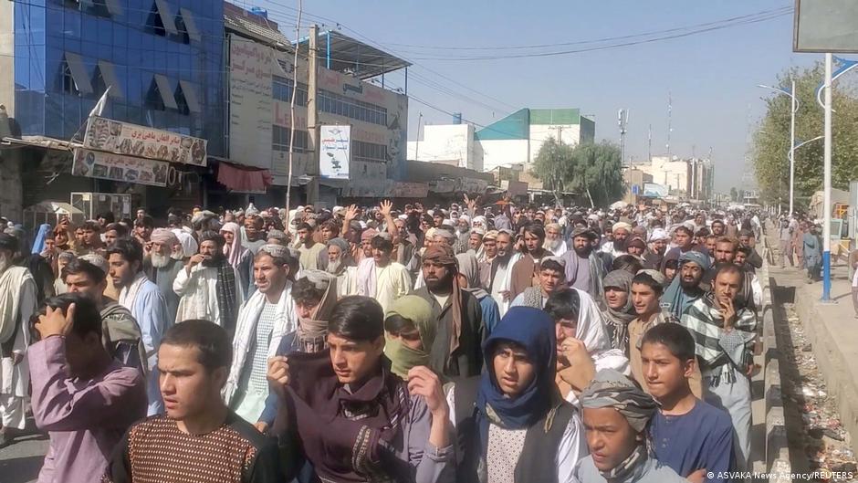 هزاران تن در قندهار علیه دستور طالبان به تخلیله خانههای شان تظاهرات کردند